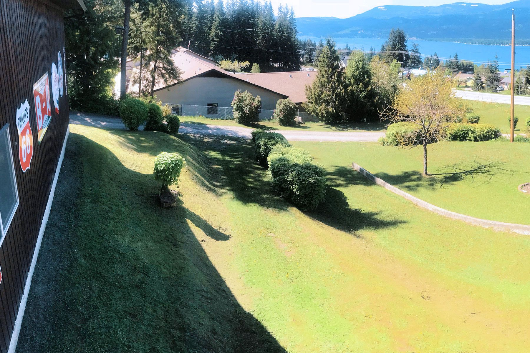 Photo 4: Photos: 1350 Trans Canada Highway in Sorrento: House for sale : MLS®# 10225818