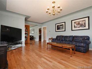 Photo 3: 833 Wollaston St in VICTORIA: Es Old Esquimalt House for sale (Esquimalt)  : MLS®# 739160