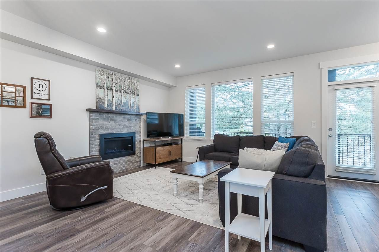 """Photo 14: Photos: 4 4295 OLD CLAYBURN Road in Abbotsford: Abbotsford East House for sale in """"Sunspring Estates"""" : MLS®# R2562456"""
