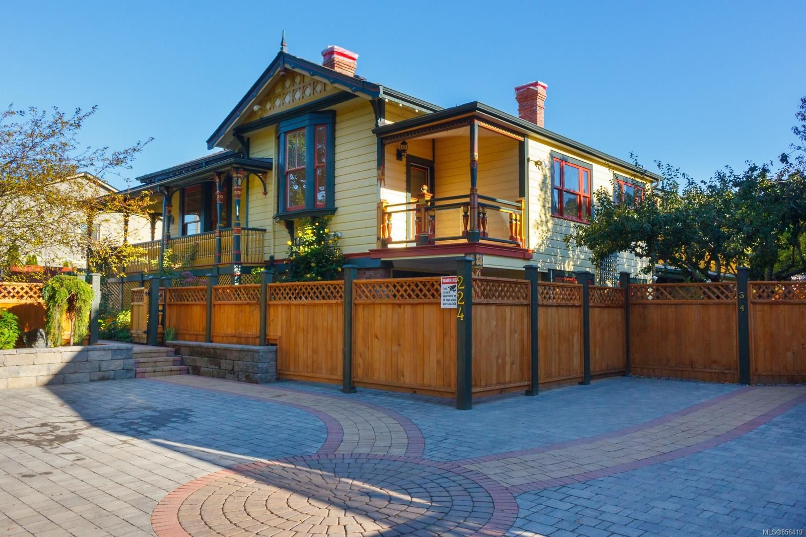 Main Photo: 1 224 Superior St in : Vi James Bay Row/Townhouse for sale (Victoria)  : MLS®# 856419