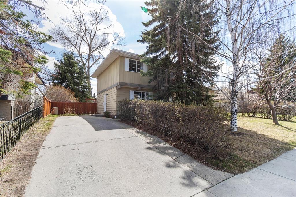 Main Photo: 3016 Oakwood Drive SW in Calgary: Oakridge Detached for sale : MLS®# A1107232