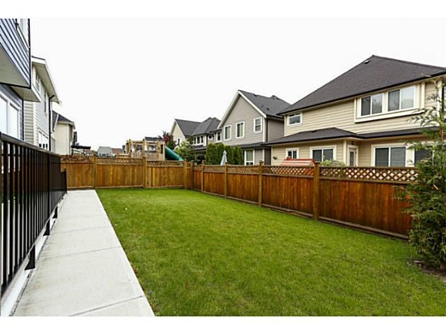 """Photo 8: Photos: 17387 3RD Avenue in Surrey: Pacific Douglas House for sale in """"Summerfield"""" (South Surrey White Rock)  : MLS®# F1314254"""