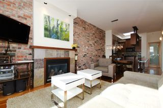 Photo 3: 401 2515 Ontario Street in Elements: Home for sale