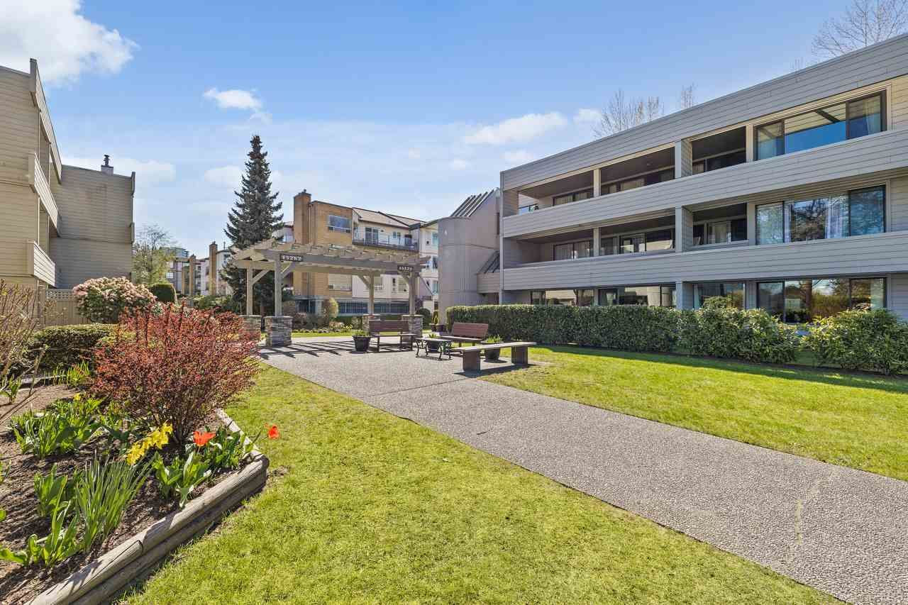 """Main Photo: 101 15272 19 Avenue in Surrey: King George Corridor Condo for sale in """"PARKVIEW TERRACE"""" (South Surrey White Rock)  : MLS®# R2565911"""