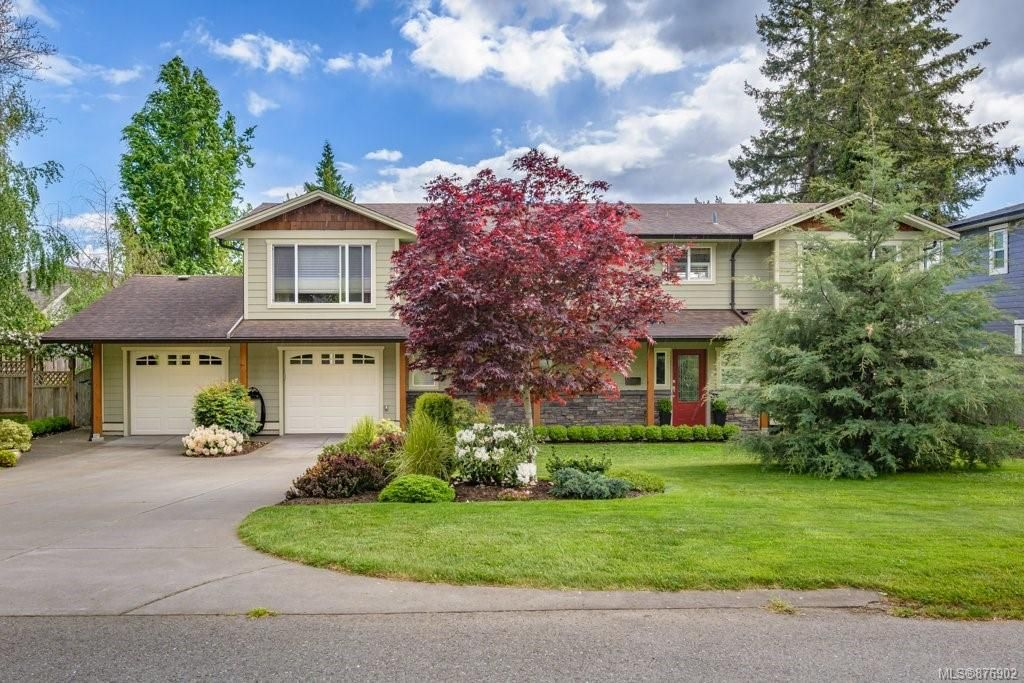 Main Photo: 1609 Cypress Ave in : CV Comox (Town of) House for sale (Comox Valley)  : MLS®# 876902