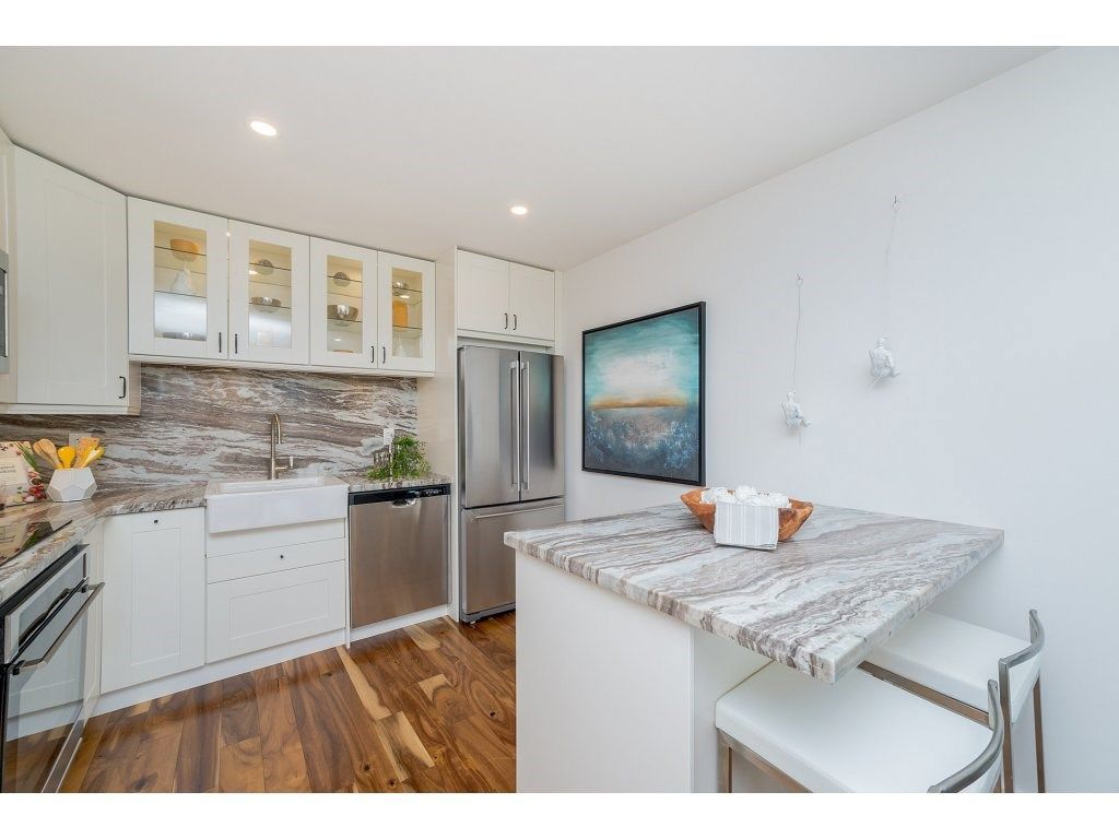 """Main Photo: 1904 145 ST. GEORGES Avenue in North Vancouver: Lower Lonsdale Condo for sale in """"TALISMAN TOWERS"""" : MLS®# R2260012"""