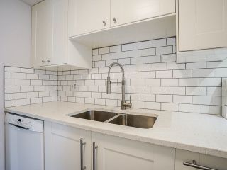 """Photo 14: 3 3370 ROSEMONT Drive in Vancouver: Champlain Heights Townhouse for sale in """"ASPENWOOD"""" (Vancouver East)  : MLS®# R2493440"""