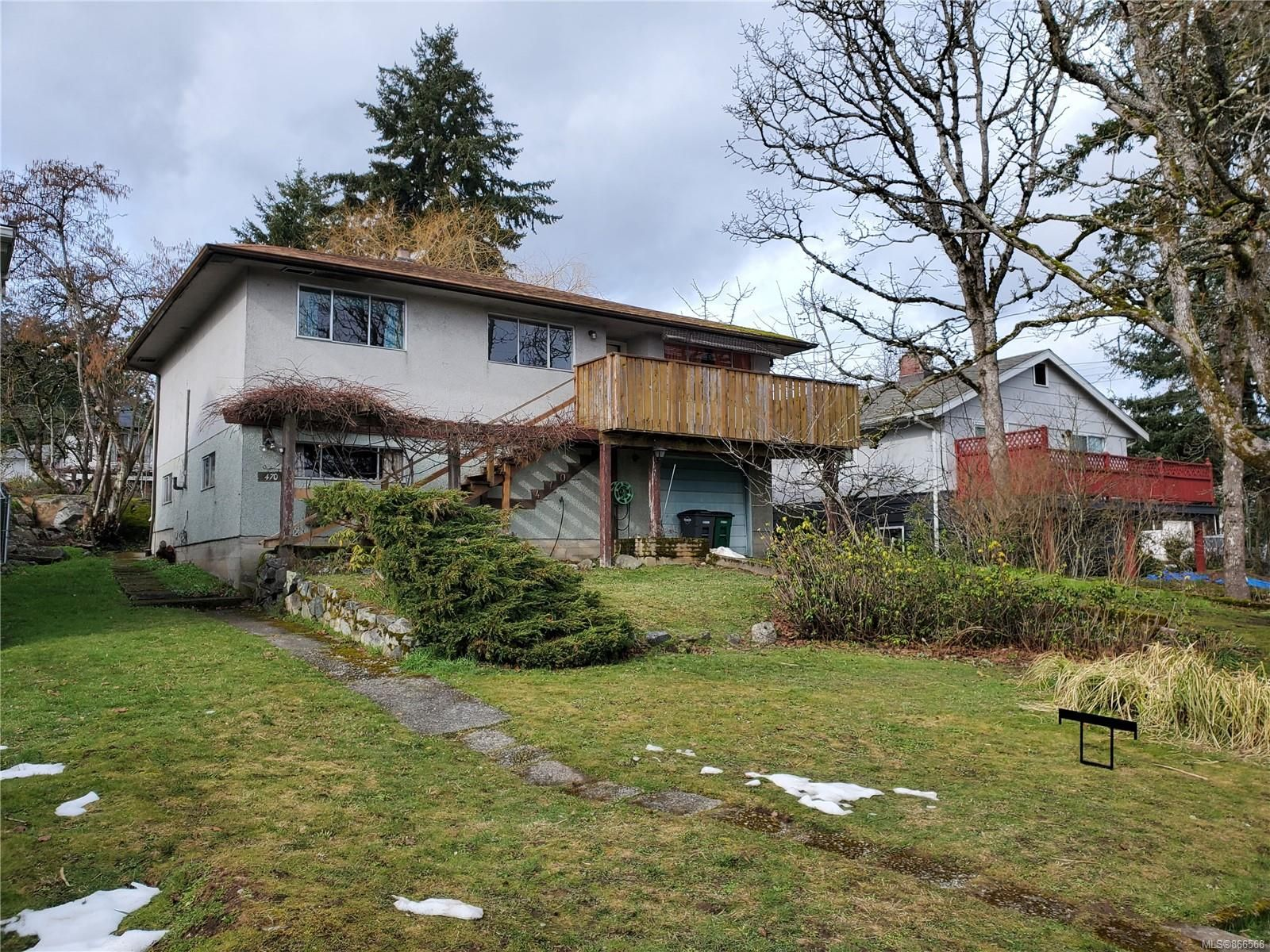 Main Photo: 470 Montcalm Ave in : SW Marigold House for sale (Saanich West)  : MLS®# 866568