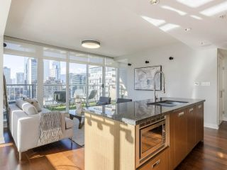 """Photo 16: 2001 1055 RICHARDS Street in Vancouver: Downtown VW Condo for sale in """"Donovan"""" (Vancouver West)  : MLS®# R2555936"""