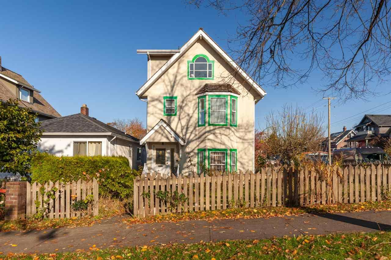 """Main Photo: 2081 E 4TH Avenue in Vancouver: Grandview Woodland 1/2 Duplex for sale in """"COMMERCIAL DRIVE"""" (Vancouver East)  : MLS®# R2352705"""