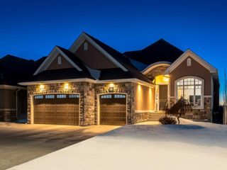 Main Photo: 81 ROCKCLIFF Heights NW in Calgary: Rocky Ridge Detached for sale : MLS®# A1061567