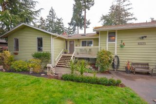 Photo 2: 6321 Clear View Rd in : CS Martindale House for sale (Central Saanich)  : MLS®# 870627