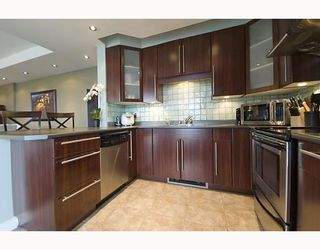 "Photo 3: 17A 6128 PATTERSON Avenue in Burnaby: Metrotown Condo for sale in ""GRAND CENTRAL PARK PLACE"" (Burnaby South)  : MLS®# V765402"