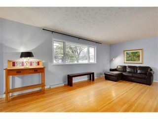 Photo 3: 4032 GROVE HILL Road SW in Calgary: Glendale House for sale : MLS®# C4088063