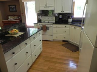 Photo 12: 63 Thomas Cove: Lakeshore Heights Residential for sale (R27)