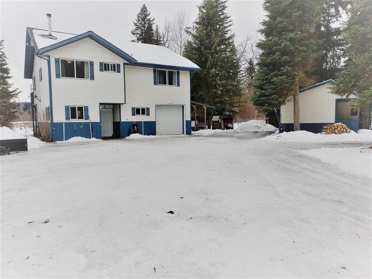 Main Photo: 3435 ISLAND PARK Drive in Prince George: Miworth House for sale (PG Rural West (Zone 77))  : MLS®# R2545788