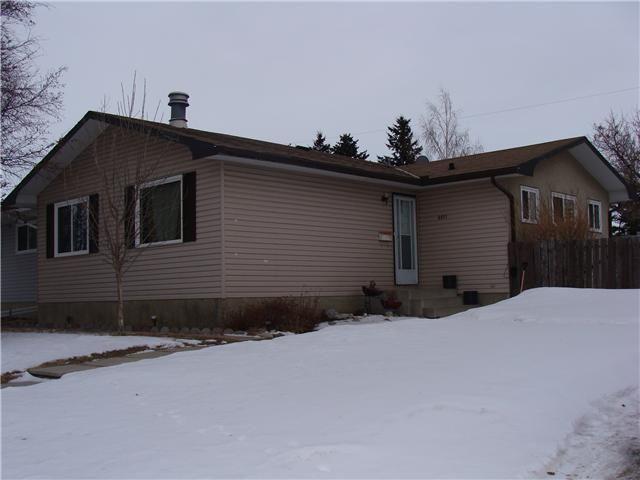 Main Photo: 6011 PENWORTH Road SE in CALGARY: Penbrooke Residential Detached Single Family for sale (Calgary)  : MLS®# C3600985