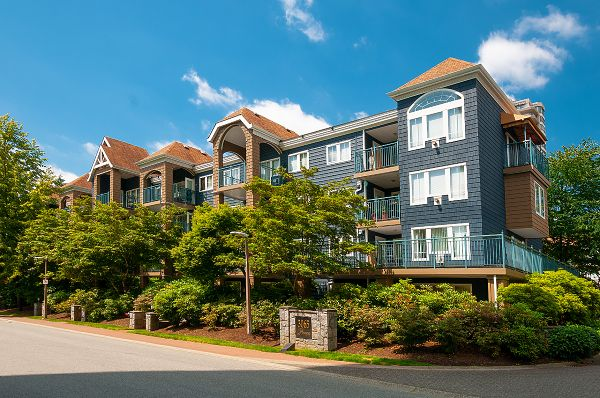 "Main Photo: 406 3065 PRIMROSE Lane in Coquitlam: North Coquitlam Condo for sale in ""LAKESIDE TERRACE"" : MLS®# R2381965"