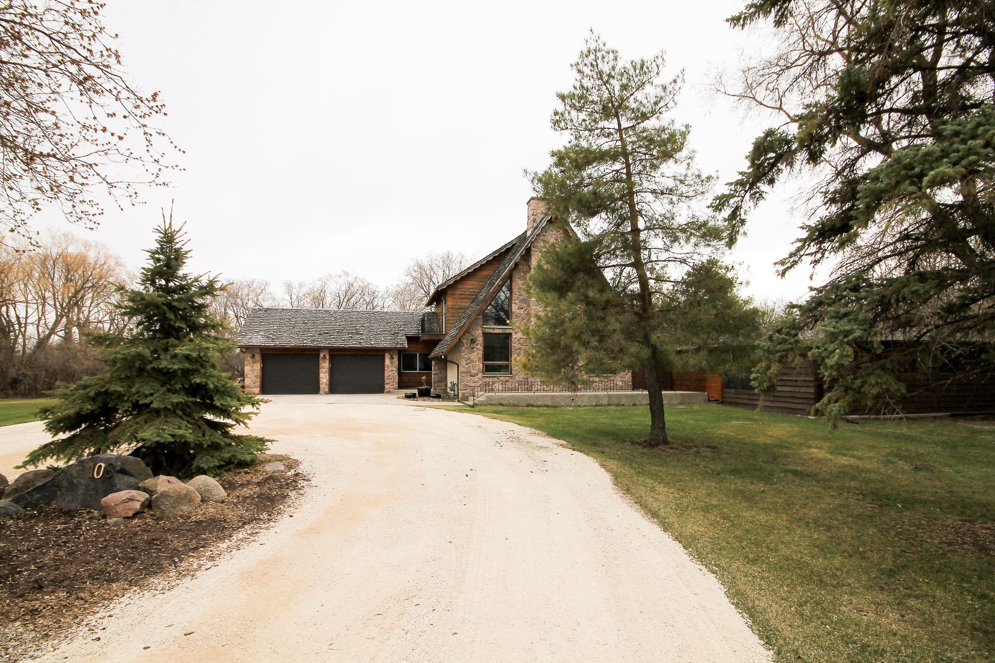 Main Photo: 108 McKenzie Road in St Andrews: Mapleton House for sale