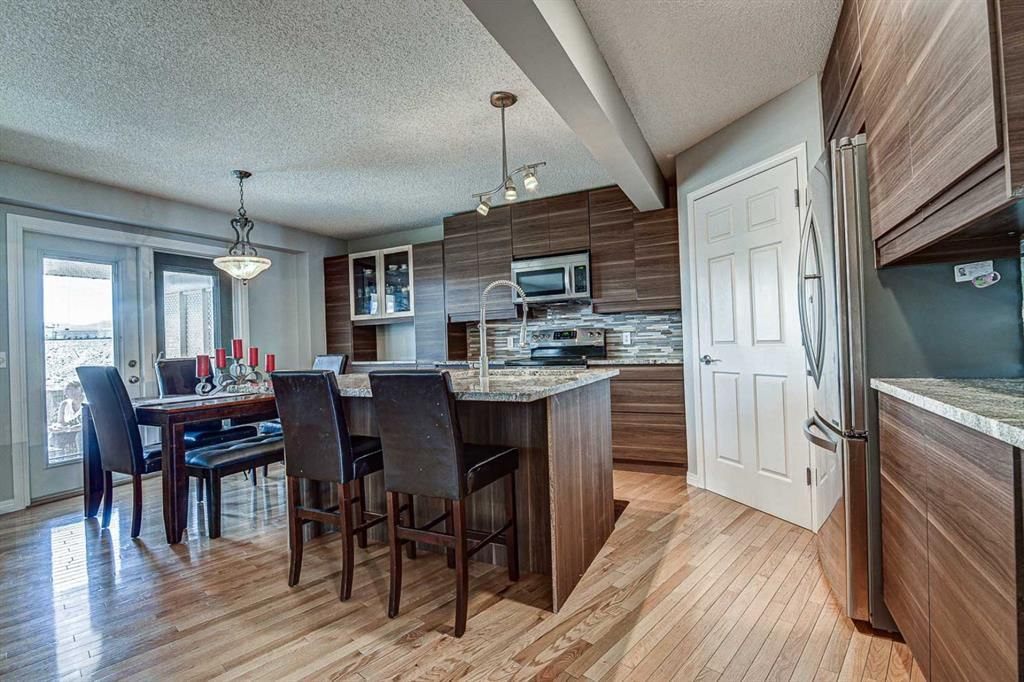 Main Photo: 239 Valley Brook Circle NW in Calgary: Valley Ridge Detached for sale : MLS®# A1102957