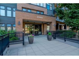 """Photo 2: 104 20062 FRASER Highway in Langley: Langley City Condo for sale in """"Varsity"""" : MLS®# R2453386"""