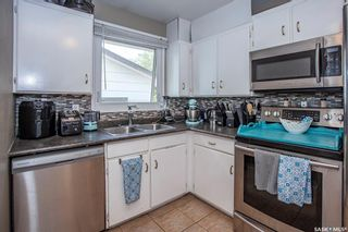 Photo 9: 550 Fisher Crescent in Saskatoon: Confederation Park Residential for sale : MLS®# SK865033