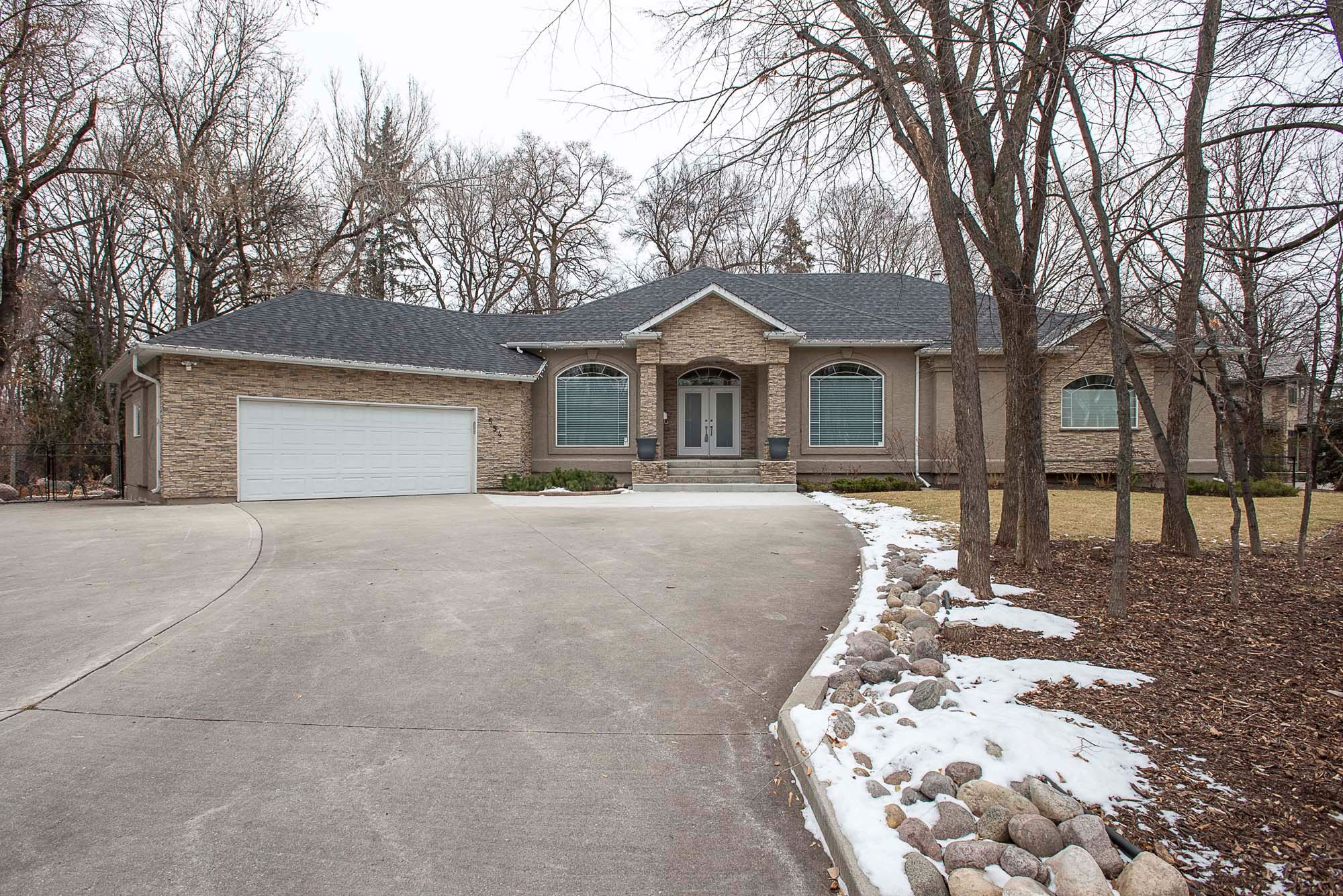 Main Photo: 554 Victoria Grove South in Winnipeg: Pulberry Residential for sale (2C)  : MLS®# 202028269