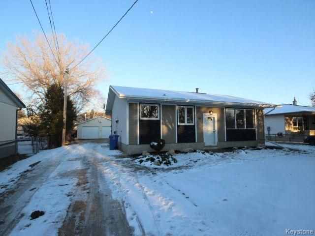 Main Photo: 581 Elmhurst Road in Winnipeg: Charleswood Residential for sale (West Winnipeg)  : MLS®# 1606349