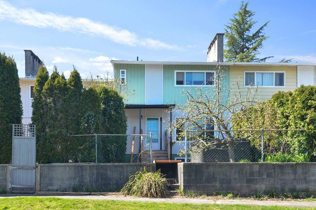 "Main Photo: 1314 UNA Way in Port Coquitlam: Mary Hill Condo for sale in ""MARY HILL GARDENS"" : MLS®# R2566329"