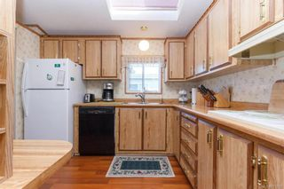 Photo 11: 5 1536 Middle Rd in View Royal: VR Glentana Manufactured Home for sale : MLS®# 775203
