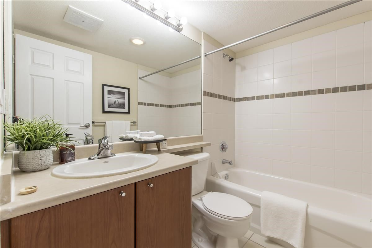 """Photo 19: Photos: 312 10088 148 Street in Surrey: Guildford Condo for sale in """"GUILDFORD PARK PLACE"""" (North Surrey)  : MLS®# R2526530"""