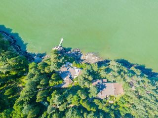 """Photo 36: 370 374 SMUGGLERS COVE Road: Bowen Island House for sale in """"Hood Point"""" : MLS®# R2518143"""