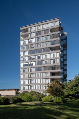 """Main Photo: 703 1480 DUCHESS Avenue in West Vancouver: Ambleside Condo for sale in """"Westerlies"""" : MLS®# R2620200"""