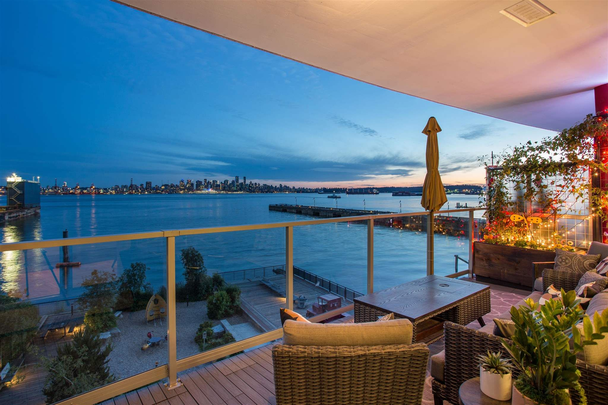 """Main Photo: 301 185 VICTORY SHIP Way in North Vancouver: Lower Lonsdale Condo for sale in """"Cascade"""" : MLS®# R2618389"""