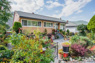 Photo 1: 3330 DAHLIA CRESCENT in Trail: House for sale : MLS®# 2460806
