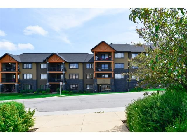 Main Photo: 207 103 VALLEY RIDGE Manor NW in Calgary: Valley Ridge Condo for sale : MLS®# C4098545