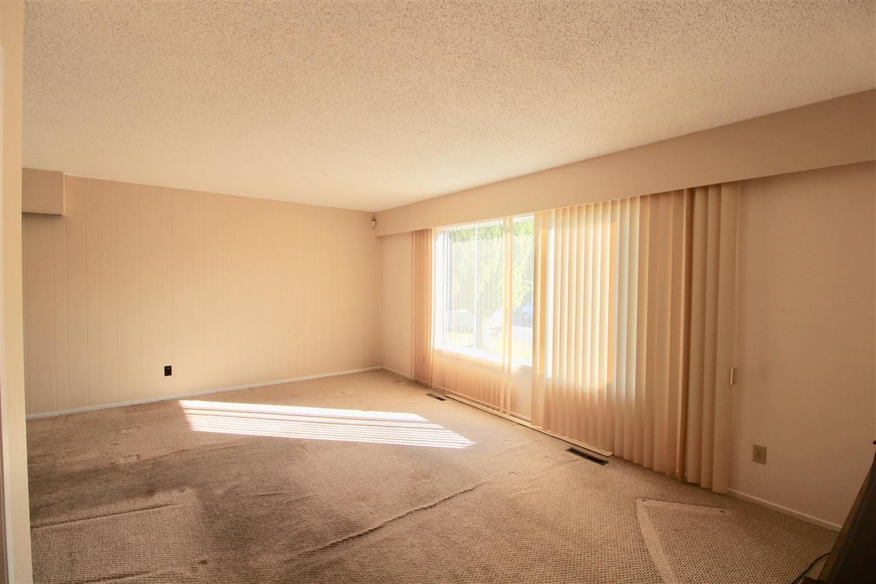 Photo 3: Photos: 6029 GLENGARRY Drive in Sardis: Sardis West Vedder Rd House for sale : MLS®# R2211017