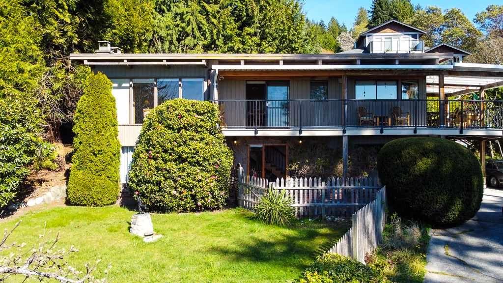 "Main Photo: 5359 BENNER Road in Sechelt: Sechelt District House for sale in ""SELMA PARK"" (Sunshine Coast)  : MLS®# R2565678"