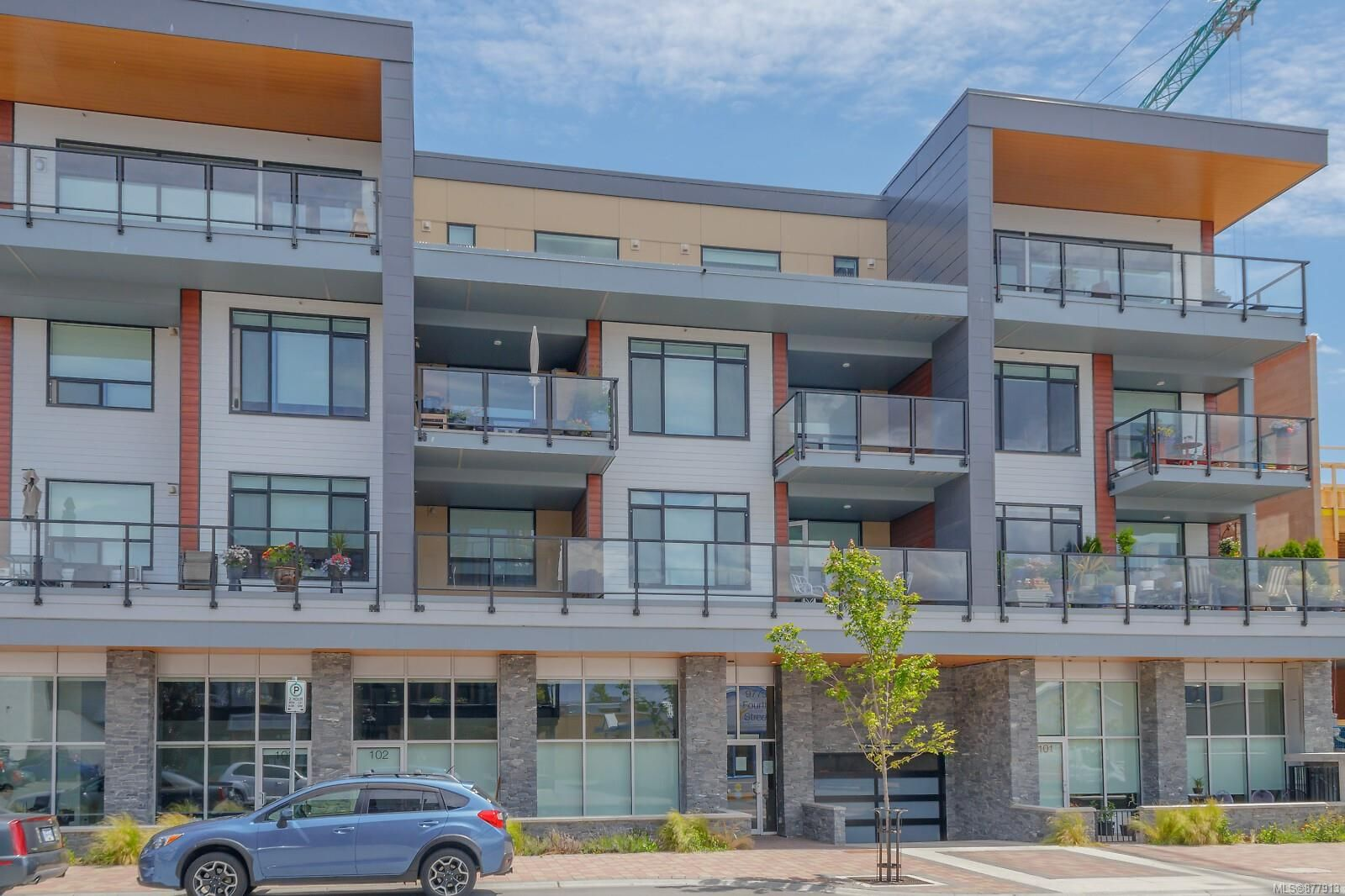 Main Photo: 302 9775 Fourth St in : Si Sidney South-East Condo for sale (Sidney)  : MLS®# 877913