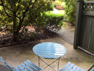 """Photo 15: 210 2800 CHESTERFIELD Avenue in North Vancouver: Upper Lonsdale Condo for sale in """"Somerset Green"""" : MLS®# R2115037"""