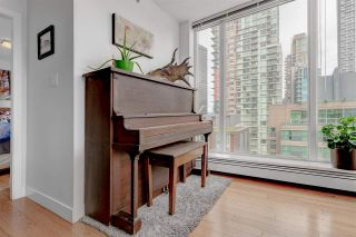 """Photo 13: 1302 1325 ROLSTON Street in Vancouver: Yaletown Condo for sale in """"The Rolston"""" (Vancouver West)  : MLS®# R2574572"""