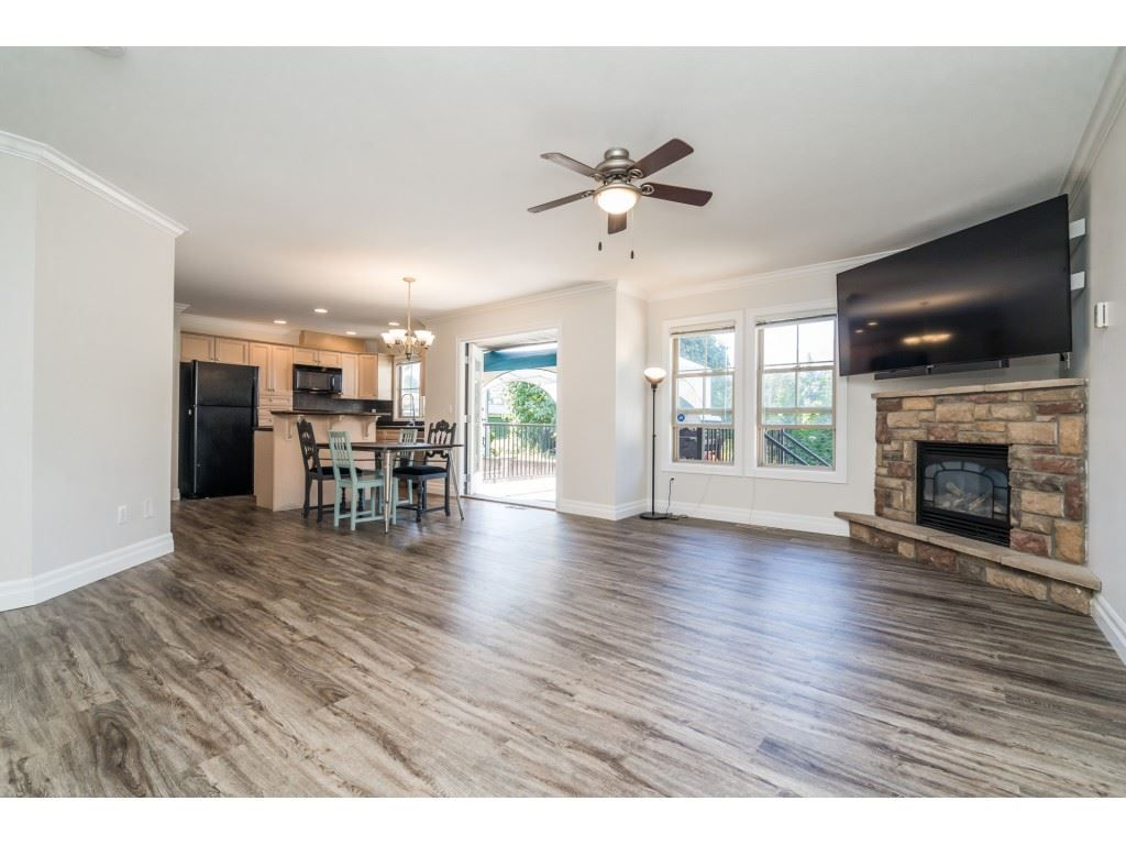 """Photo 4: Photos: 27 6450 BLACKWOOD Lane in Chilliwack: Sardis West Vedder Rd Townhouse for sale in """"The Maples"""" (Sardis)  : MLS®# R2480574"""