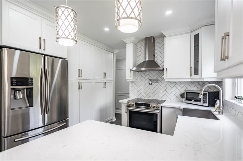 Photo 6: Photos: 2221 COURTLAND Drive in Burlington: Residential for sale : MLS®# H4084353