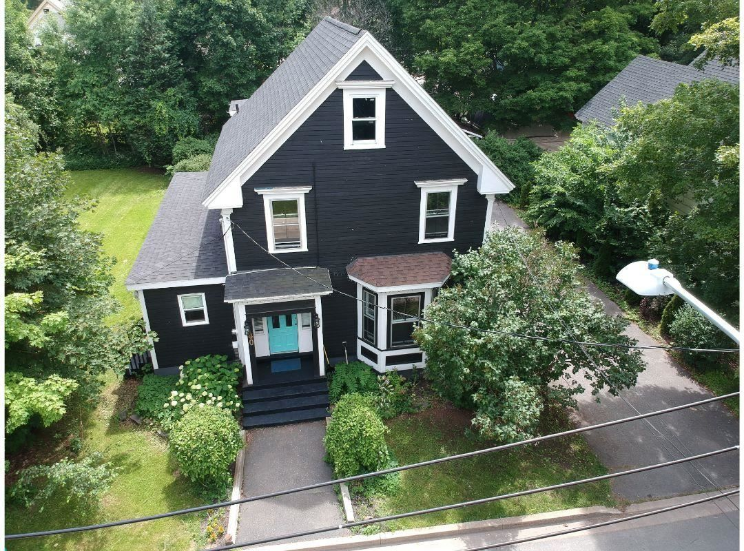 Main Photo: 40 Crescent Avenue in Kentville: 404-Kings County Residential for sale (Annapolis Valley)  : MLS®# 202117550
