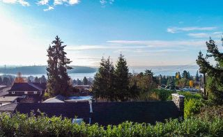 Photo 11: 1490 NELSON Avenue in West Vancouver: Ambleside House for sale : MLS®# R2496332