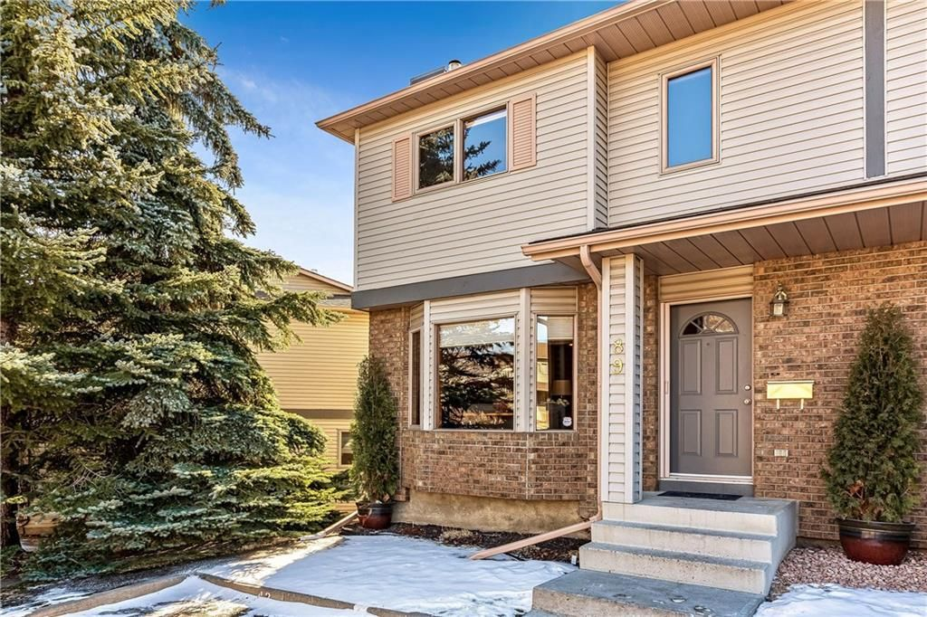 Main Photo: 89 PATINA Park SW in Calgary: Patterson Row/Townhouse for sale : MLS®# C4292890