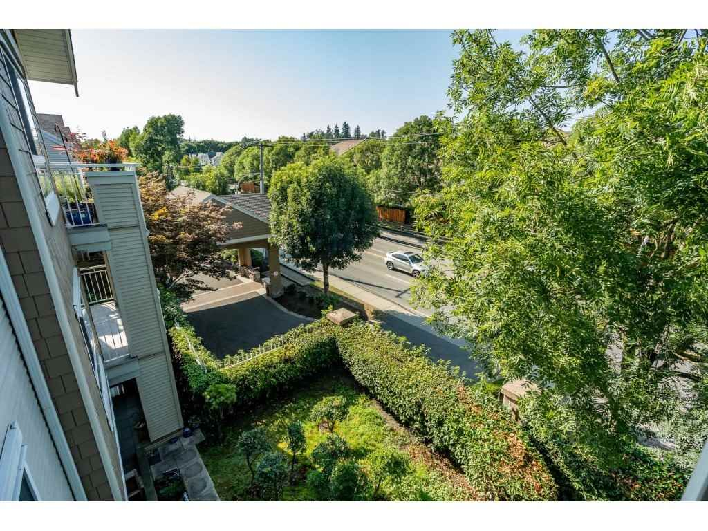 """Photo 17: Photos: 303 19750 64 Avenue in Langley: Willoughby Heights Condo for sale in """"Davenport"""" : MLS®# R2480874"""