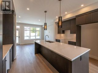 Photo 2: 385 TOWNLEY STREET in Penticton: House for sale : MLS®# 183471