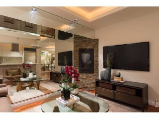 """Photo 8: T09 1501 HOWE Street in Vancouver: Yaletown Townhouse for sale in """"888 BEACH"""" (Vancouver West)  : MLS®# R2020483"""