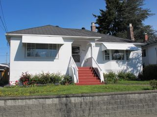 """Photo 1: 1605 LONDON Street in New Westminster: West End NW House for sale in """"WEST END"""" : MLS®# R2162513"""